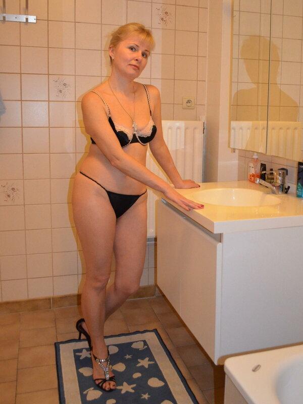 косичками выглядят мамка в красном белье в ванной анальный секс, домашнее