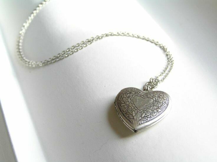 Кулон Ring Heart  в Талице. Современный и стильный кулон сердце в кольце  Подробнее по ссылке... 🛍 http://bit.ly/31Kf0q3      Чудесный кулон   с 48 кристаллами именно то, что вы искали! Разработан кулон европейскими дизайнерами. Подробная информация о товаре/услуге и поставщике. Компания   является одним из Ведущих производителей украшений из серебра на мировом рынке. Неповторимый аксессуар   характеризуется уникальным женственным дизайном и высоким качеством материала. Отзывы о кулоне Кулон   (золотистый) - Кулон ring heart минус Купить Кулон Сердце в Кольце Золото по лучшей цене Ring heart кулон купить в украине