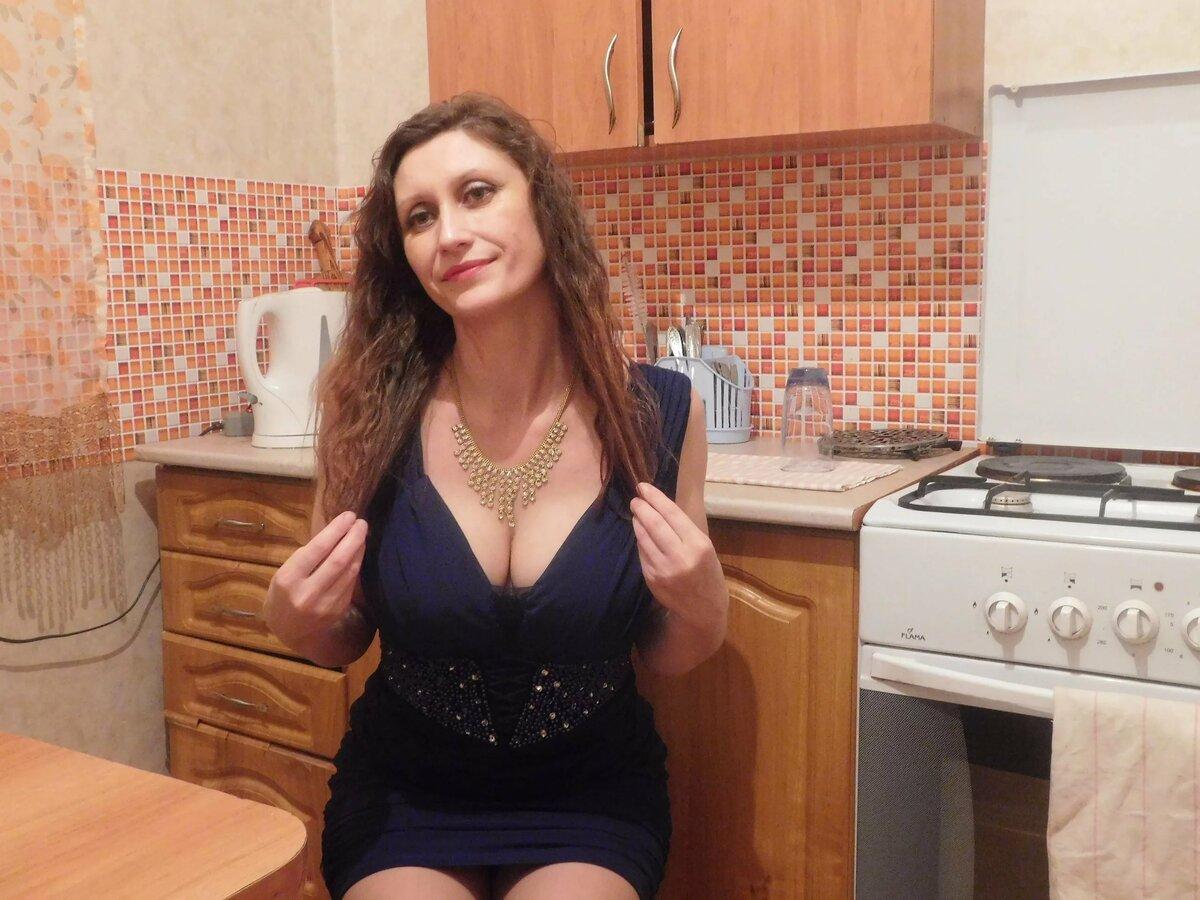 Сочная зрелая дама вызвала сантехника — pic 11