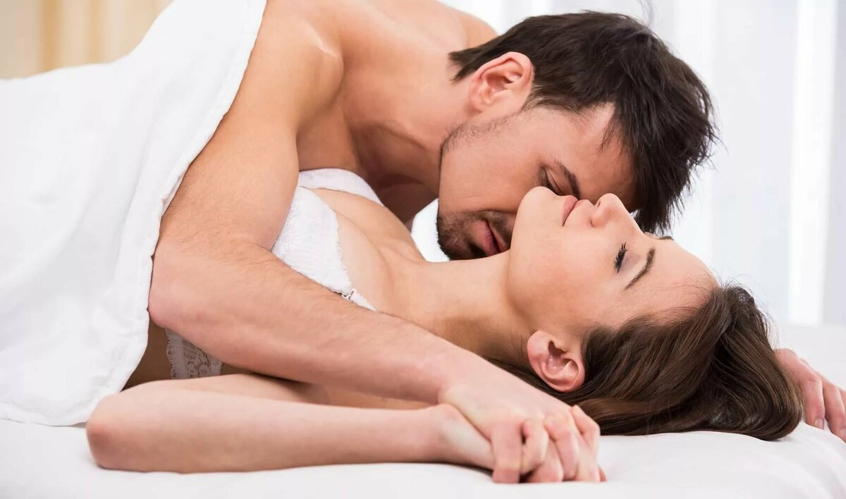 man-giving-woman-oral-sex-girl