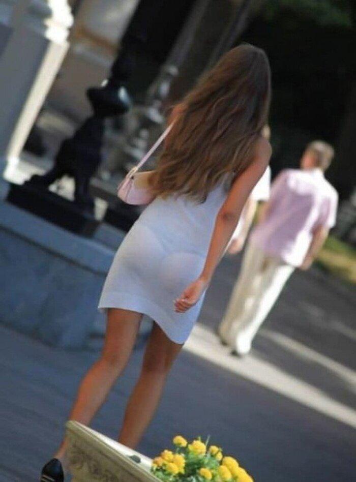 trusiki-vidno-skvoz-odezhdu-na-ulitse-foto-porno-russkih-seks