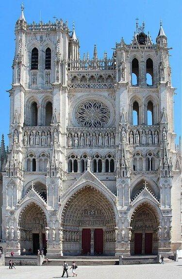 готический собор в амьене