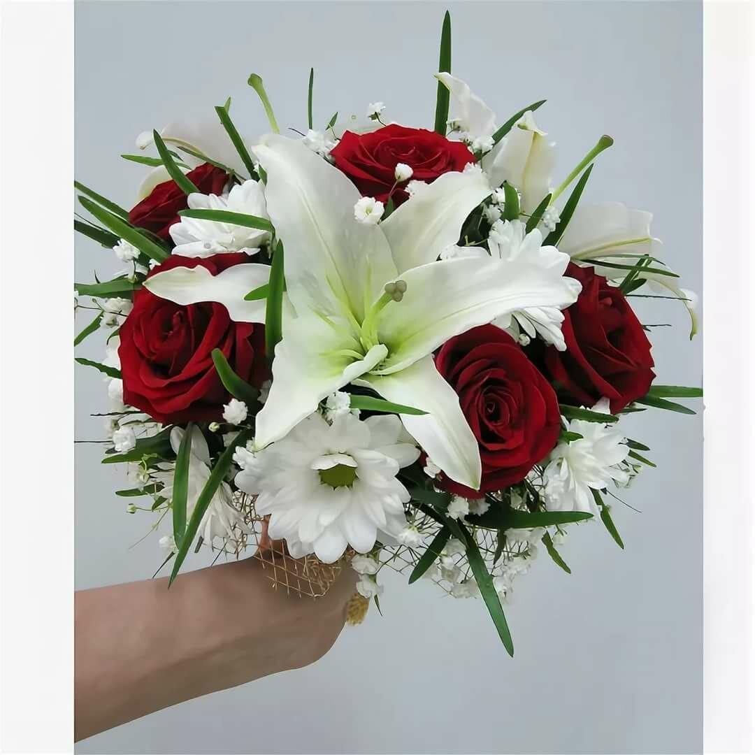 Букет невесты красные розы и хризантемы, розетта