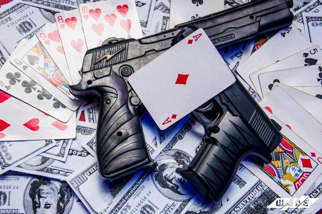 Картинки пистолеты с деньгами