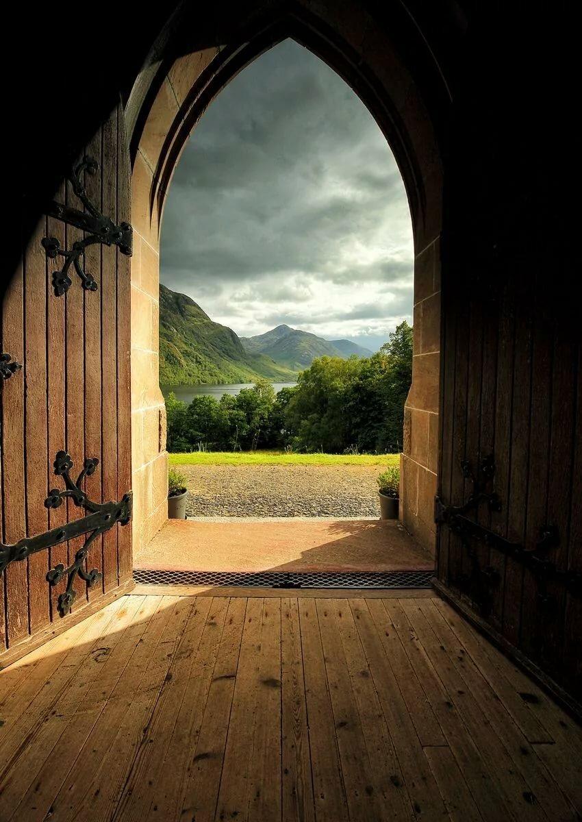 Картинка двери в мире