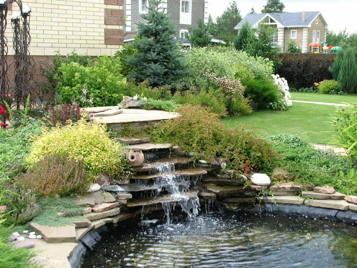 Оранжереи с ручьем мостиком и фонтаном фото