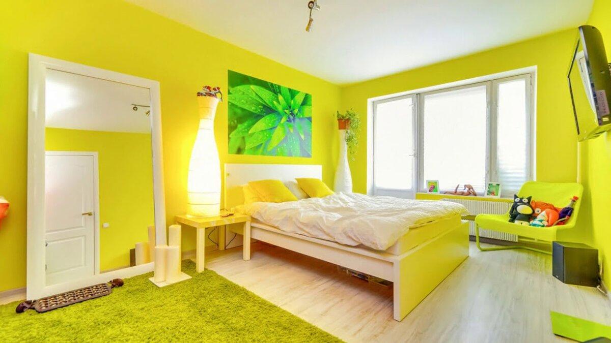 комната в желтом стиле картинки жарится лук, нарезаем