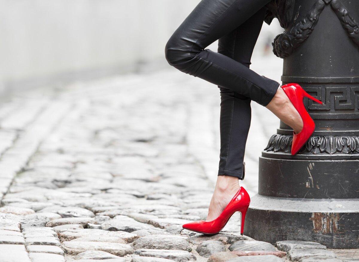 женские ноги на каблуках секс машины