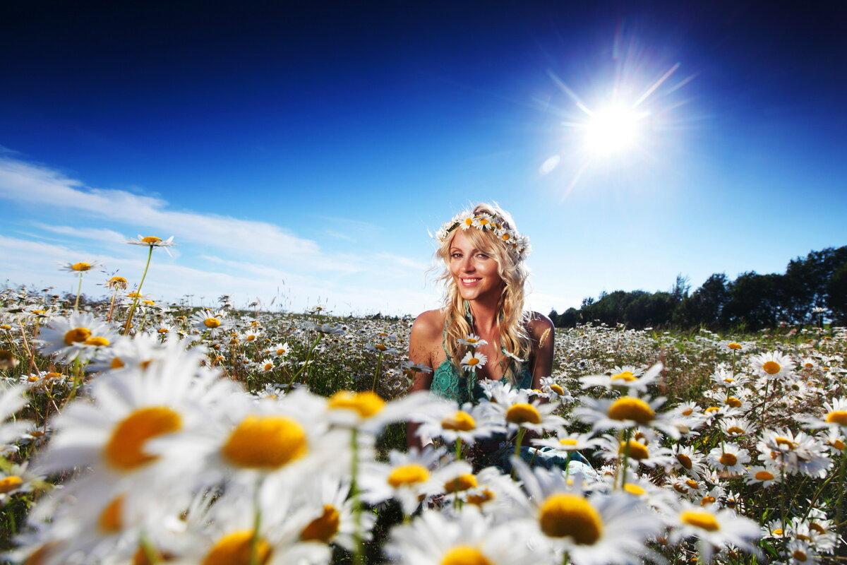 Открытки женщин на природе