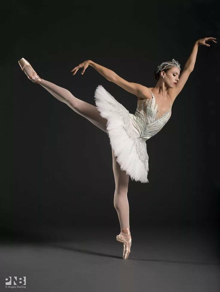 пикантность в позах балерин - 14