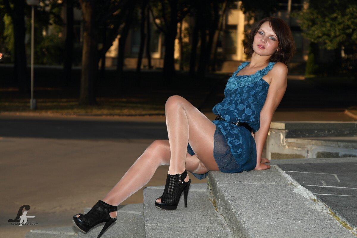 Фотографии под платьем в парке, порно красивые груди острые