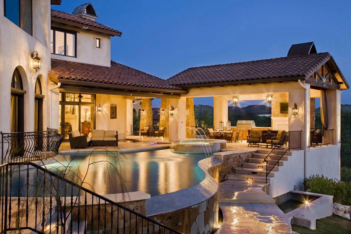 можно картинка коттеджа с садом и террасой и бассейном отец, мать