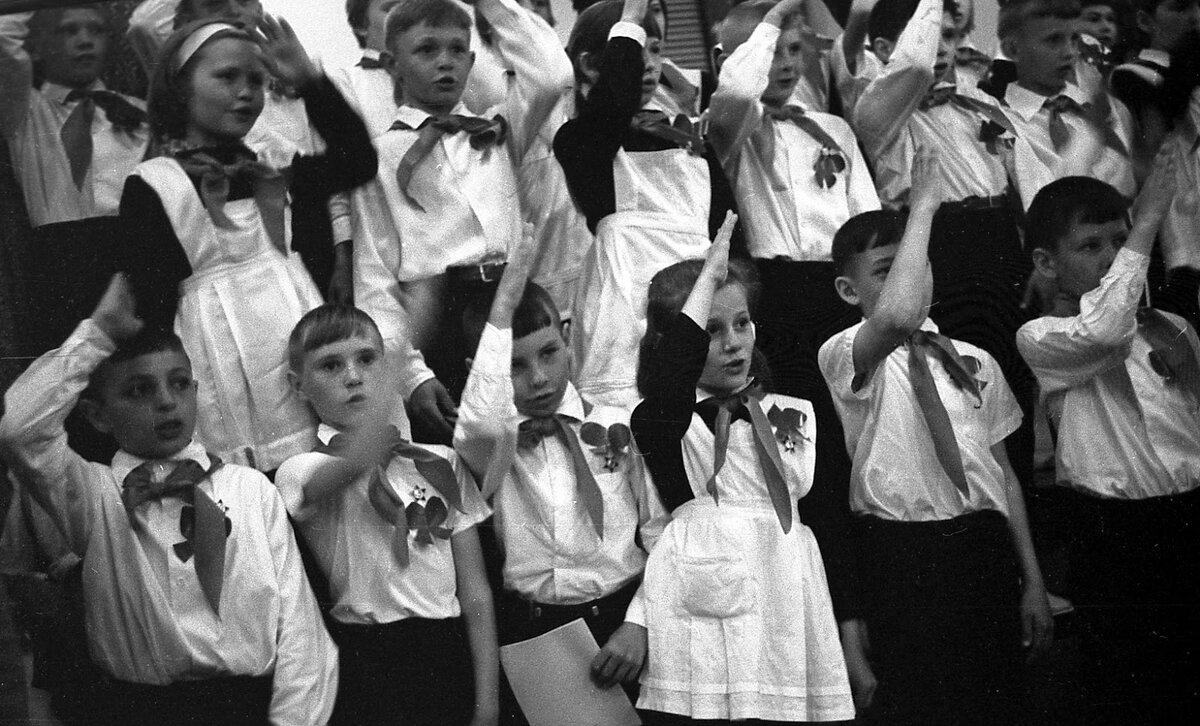пионеры картинки черно белая открывается красивый