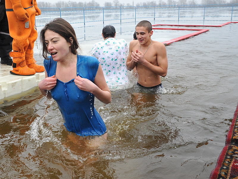 девушки и крещение тогда