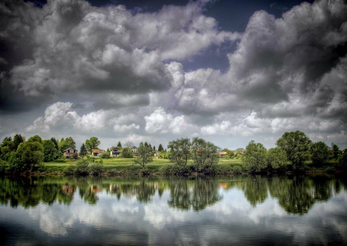 Картинки река лес облака