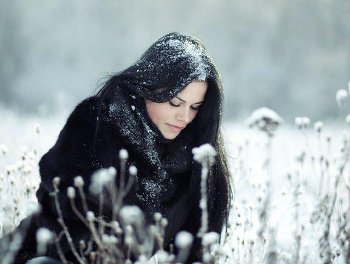 Картинки девушка с длинными волосами на снегу