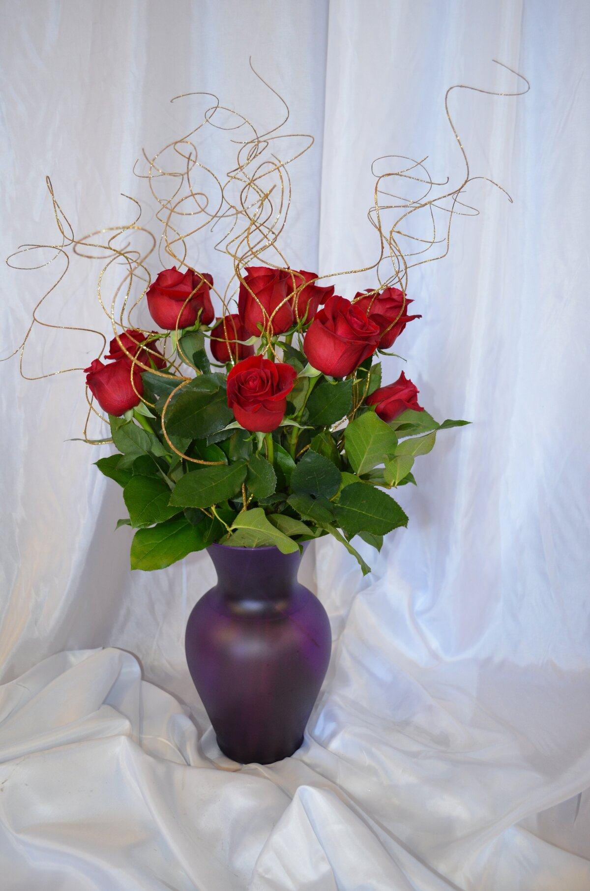 Букет роз на столе в вазе