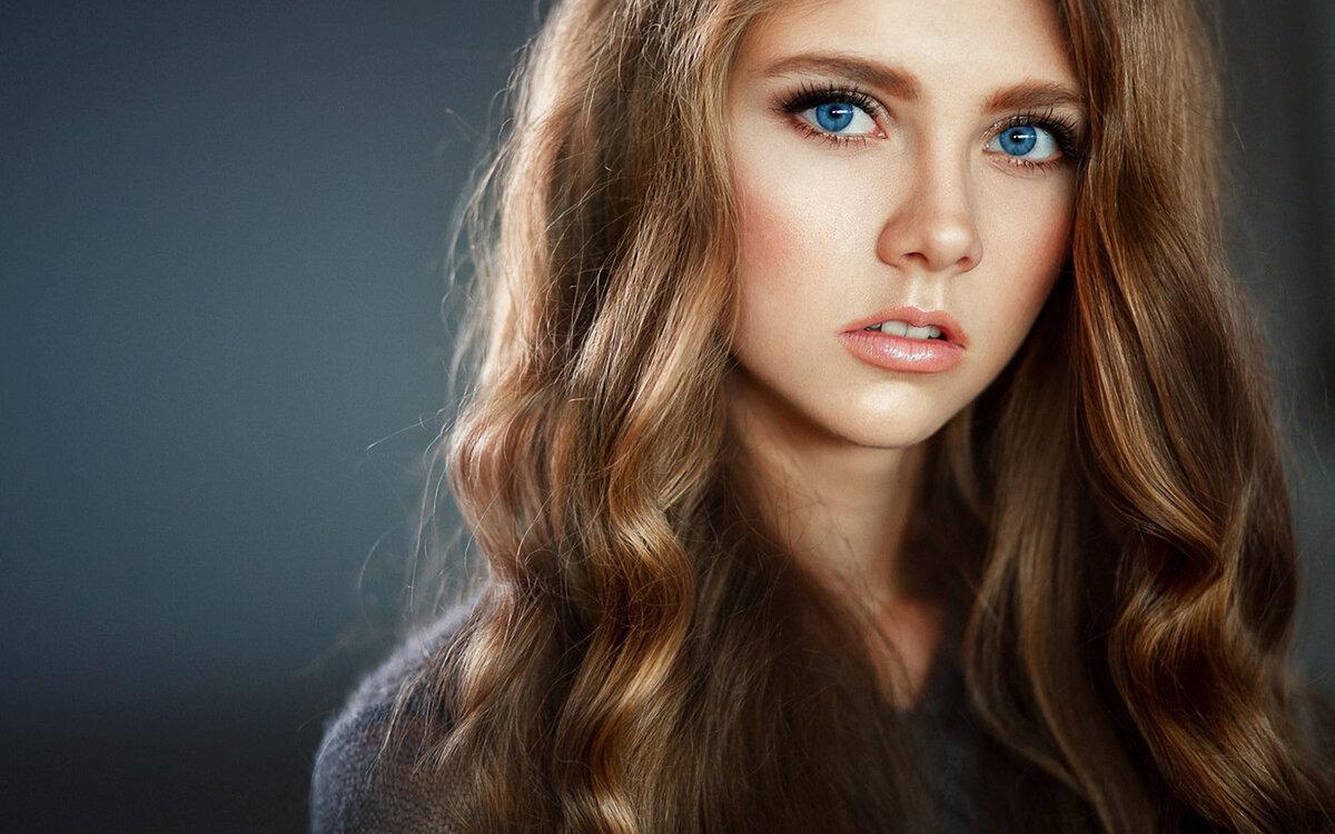 Девушки со светлыми глазами