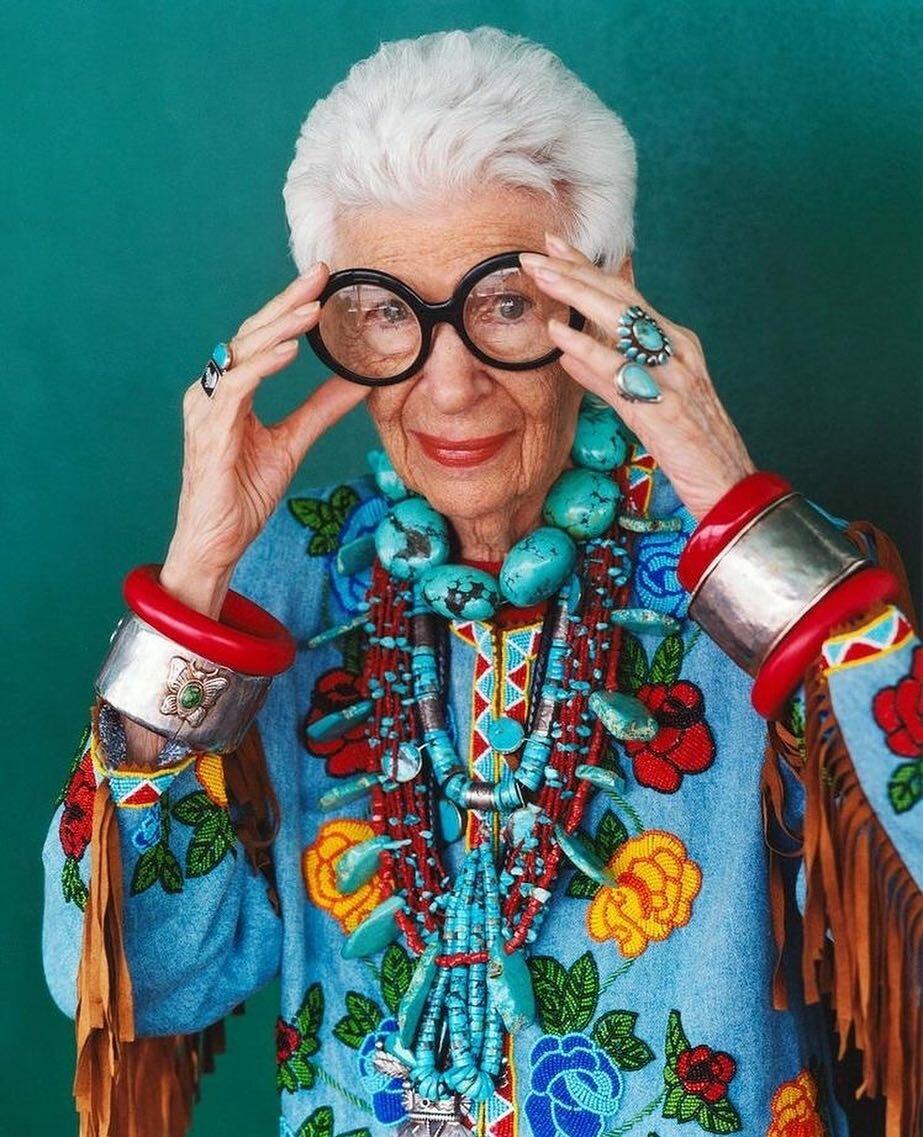 пожилые женщины в арт хаусе - 7