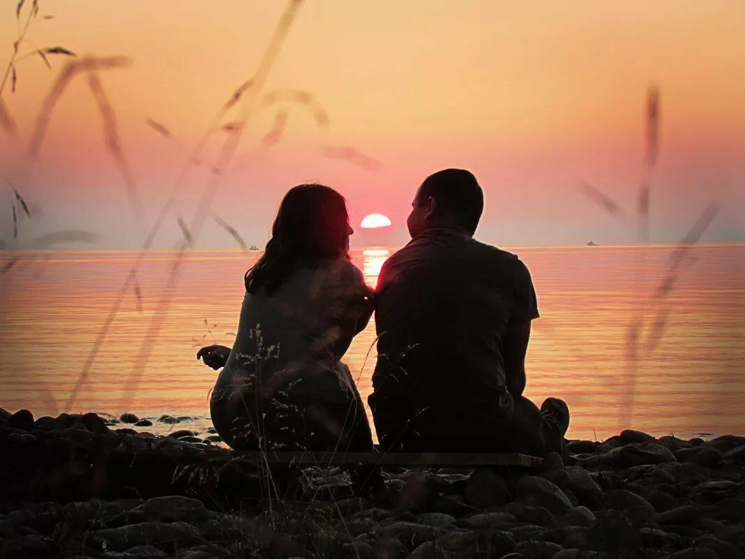 Картинки пара на закате сидит у моря