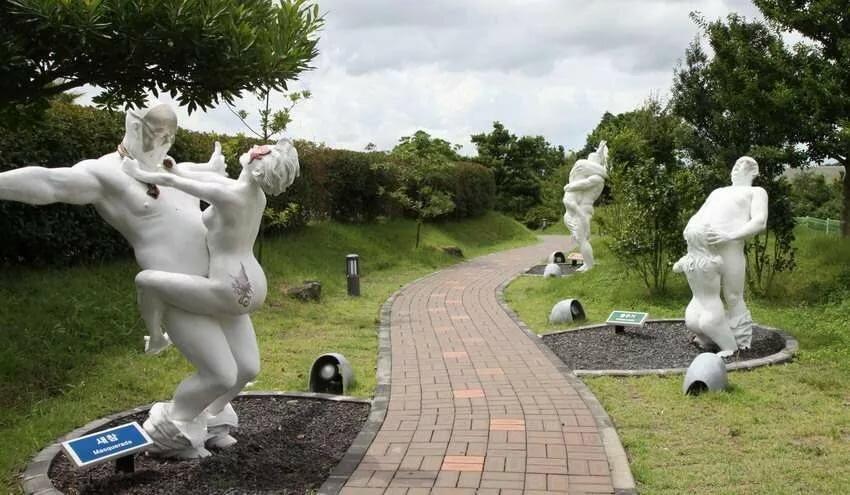 японское порно памятники проникновение членов
