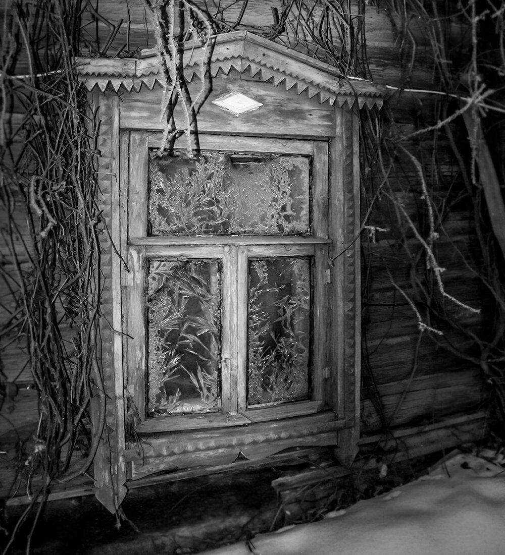 Преданья старины... #зима #конкурс #окошко #старина #изба #деревня #изморозь #иней #узоры #резьба #мороз #Ellinka