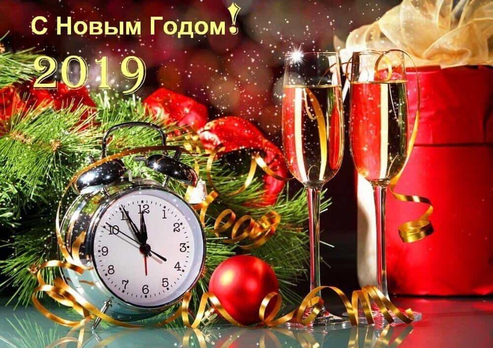 Новинки надписями, открытка с новогодним пожеланием 2019