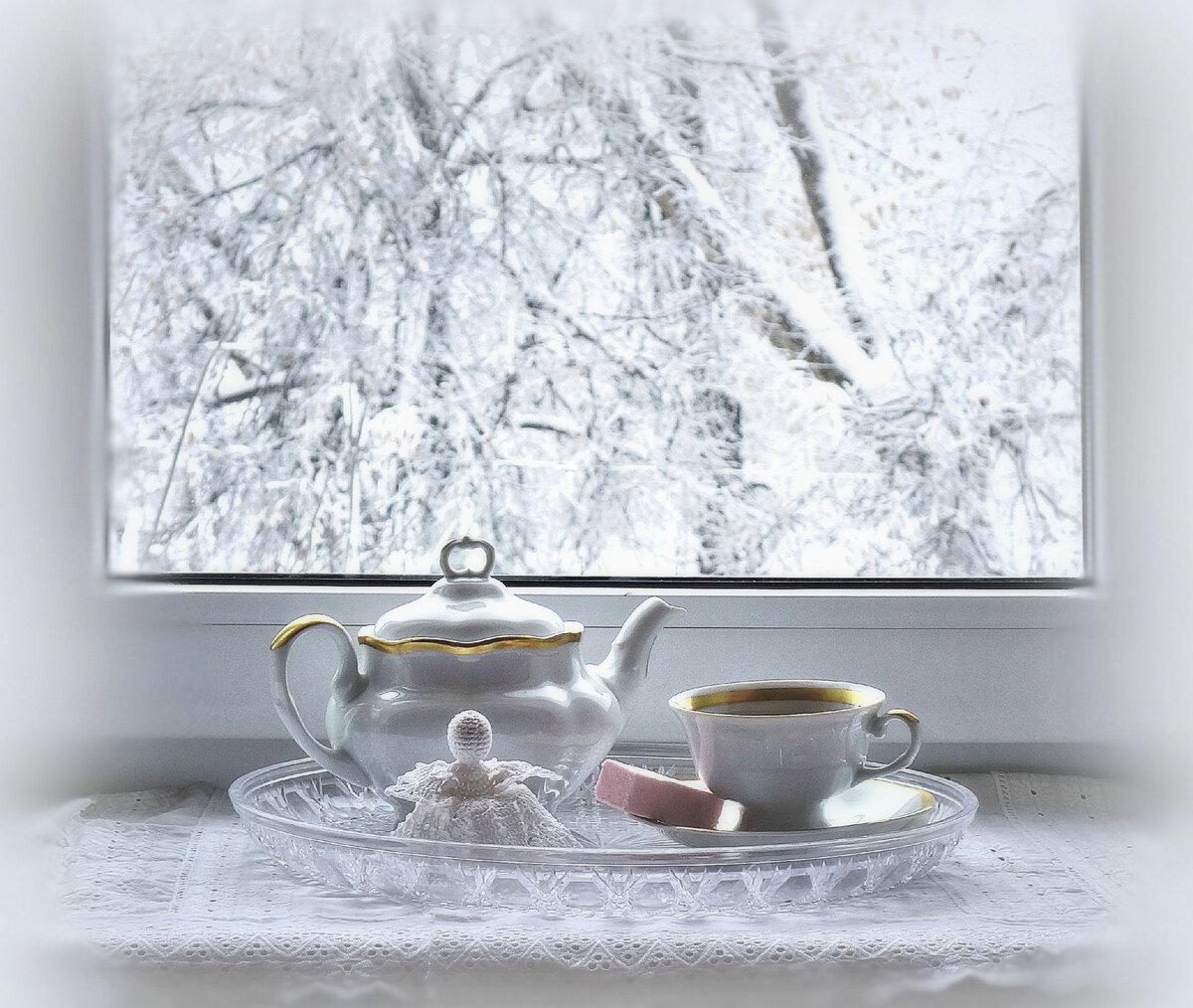 чашка кофе и за окном зима картинка