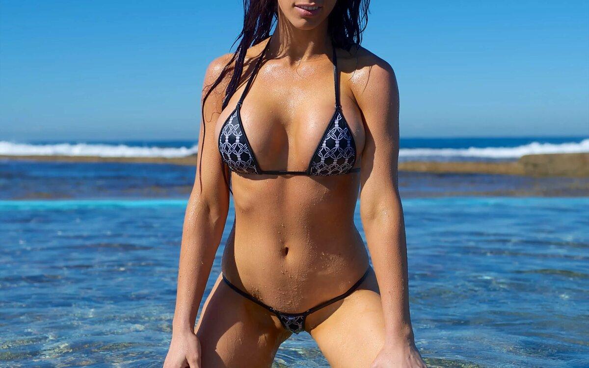 На пляже в бикини нд