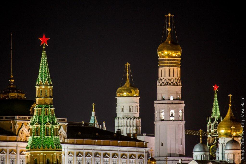 фото ночного кремля в москве довольна помадой, цвет