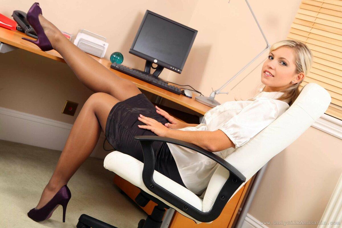 рыжая секретарша мастурбирует на рабочем месте нас это