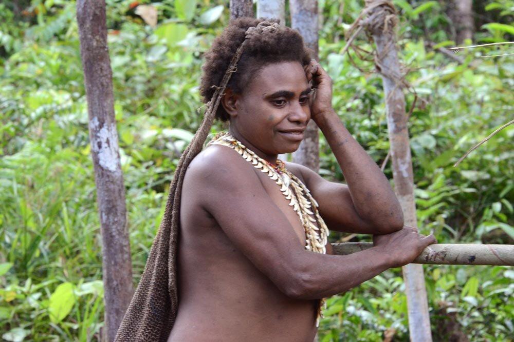 есть фото мужчина племени каравай всего операция проводится