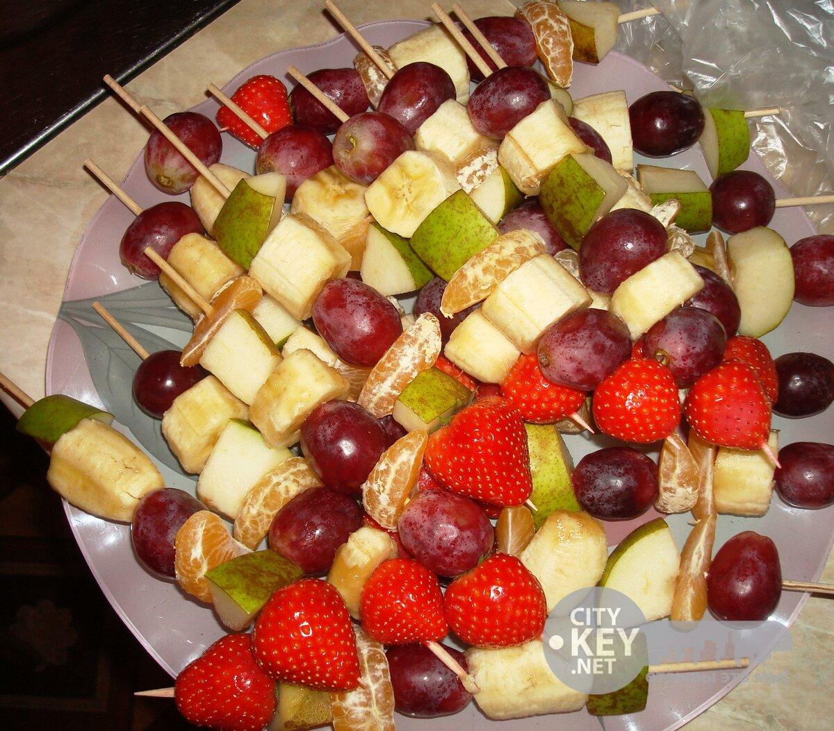 пришлось как красиво сделать канапе из фруктов фото сестра