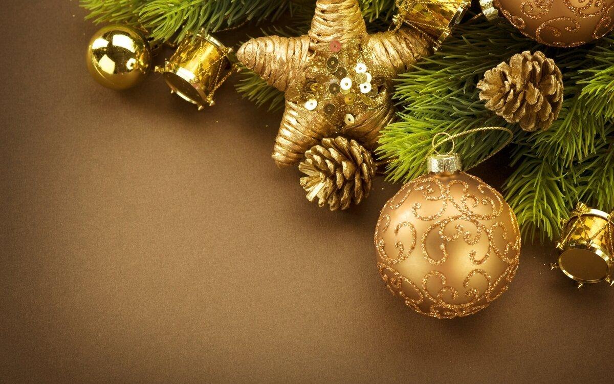 Надписи, новогодние открытки с елкой игрушками