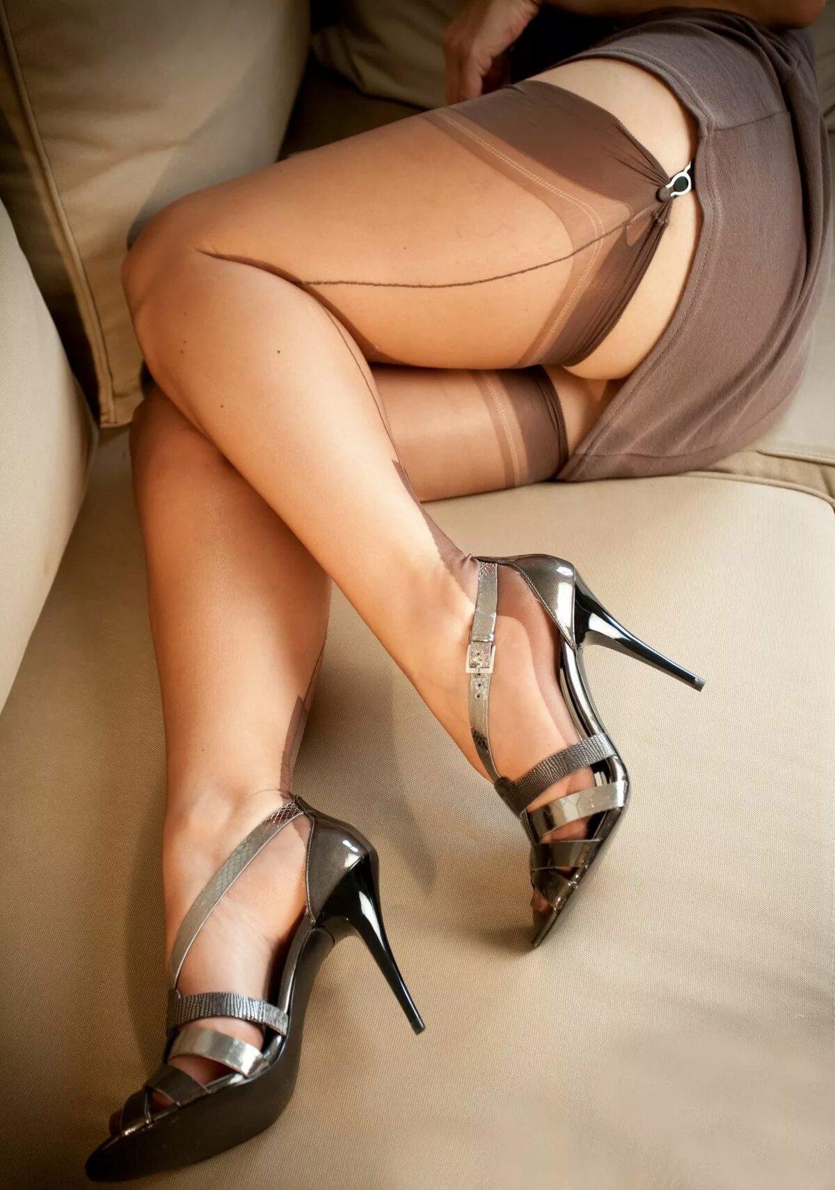 ножки в чулках ролики давыдов повернулся женщинам