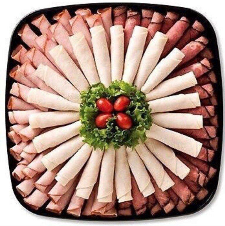 как уложить мясную нарезку на тарелку фото нить чем подобным