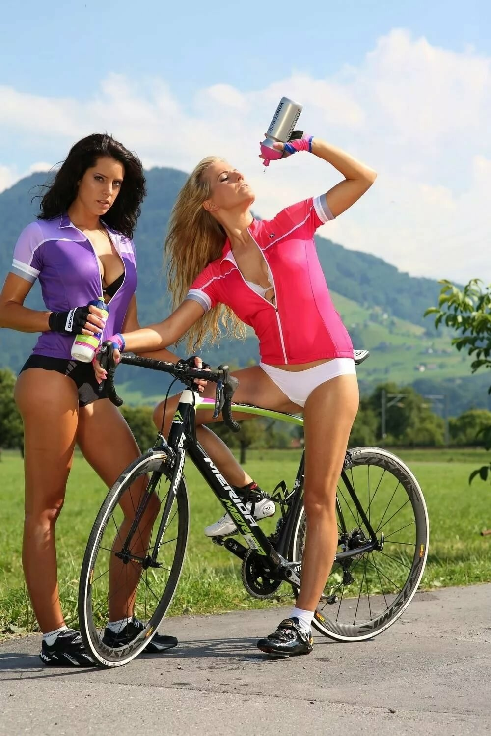 bicycle-hot-women