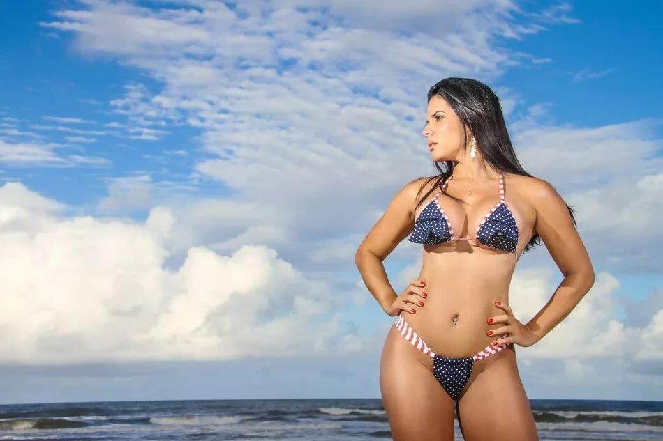 Соблазняет подругу бразильские телочки на пляже