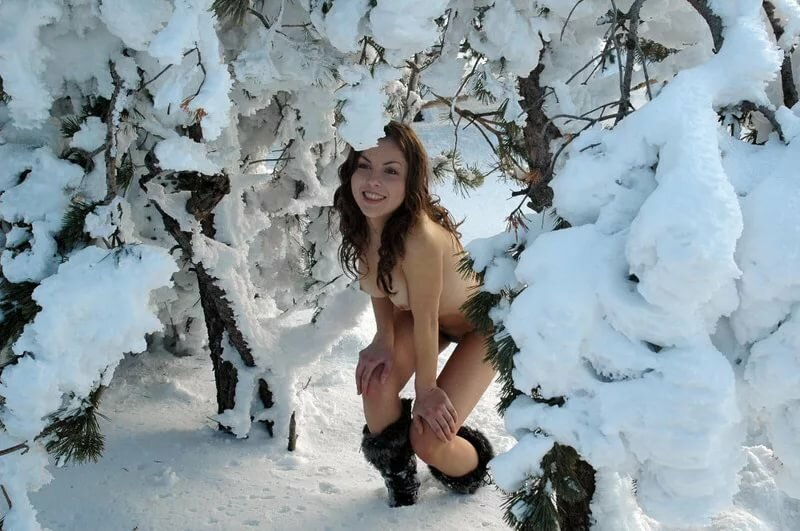 фото девушек зимой интим распашку