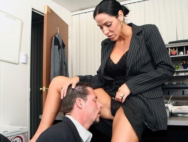 Порно в офисе отлизал у клиентки