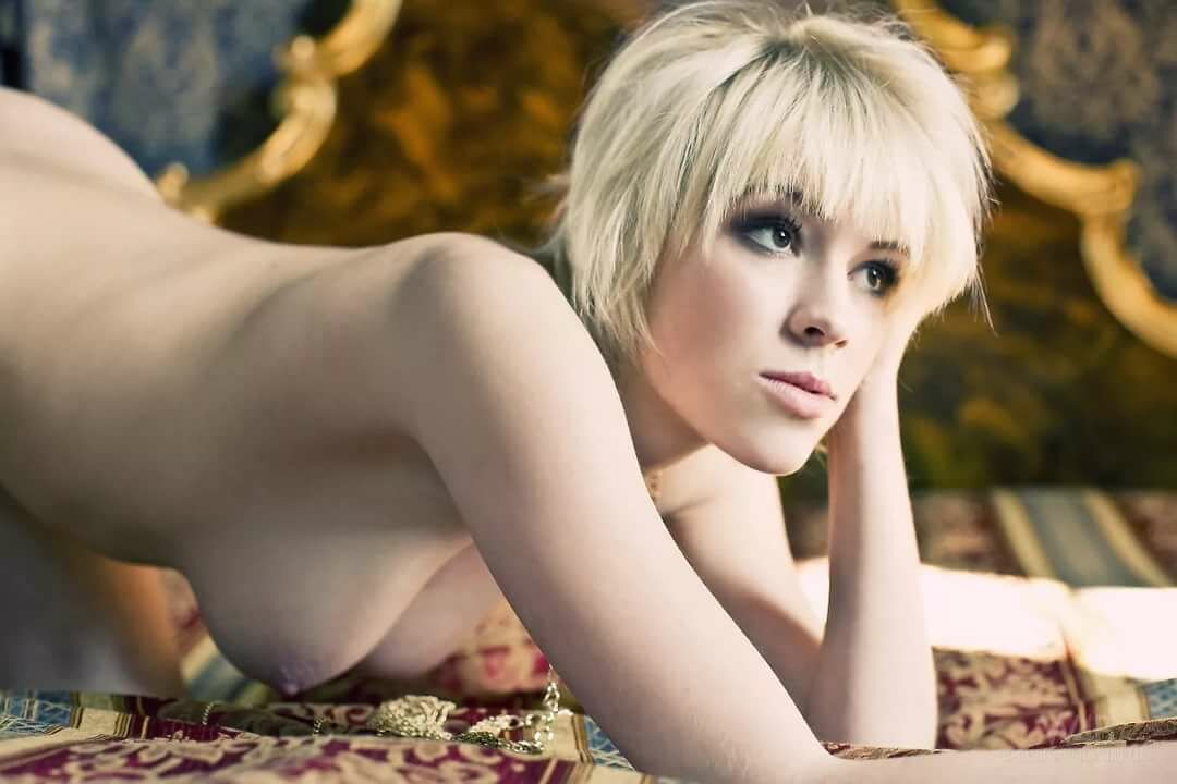 naked-sexy-girl-short-hair-sex-with