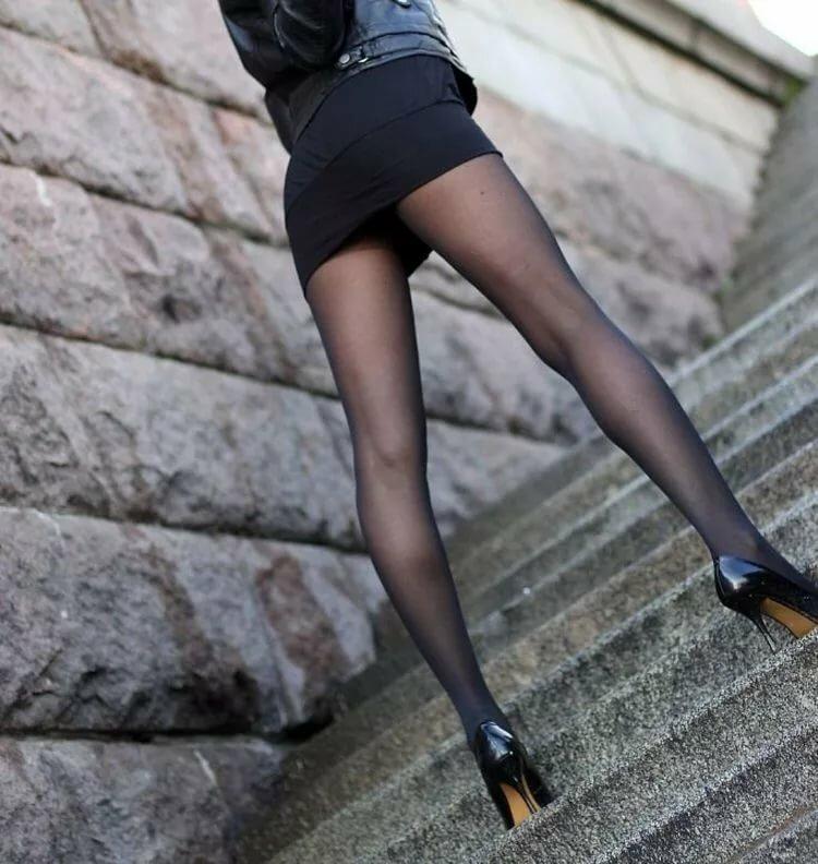 Красивые ножки колготки на улицах фото #13