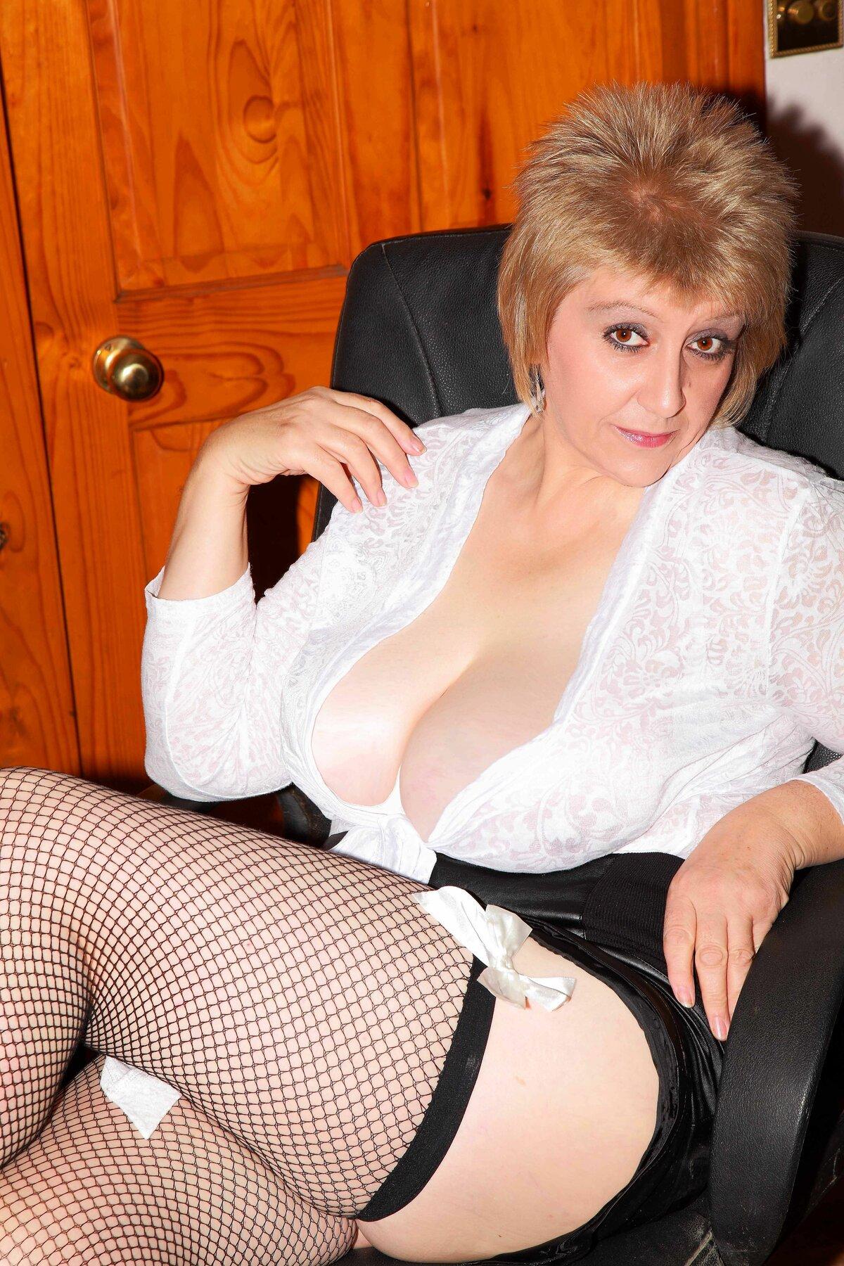 Фото сексуальные развлечения зрелых женщин свой грязный анус