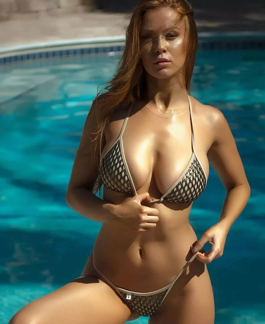 Сексуальные женщины в купальниках 8