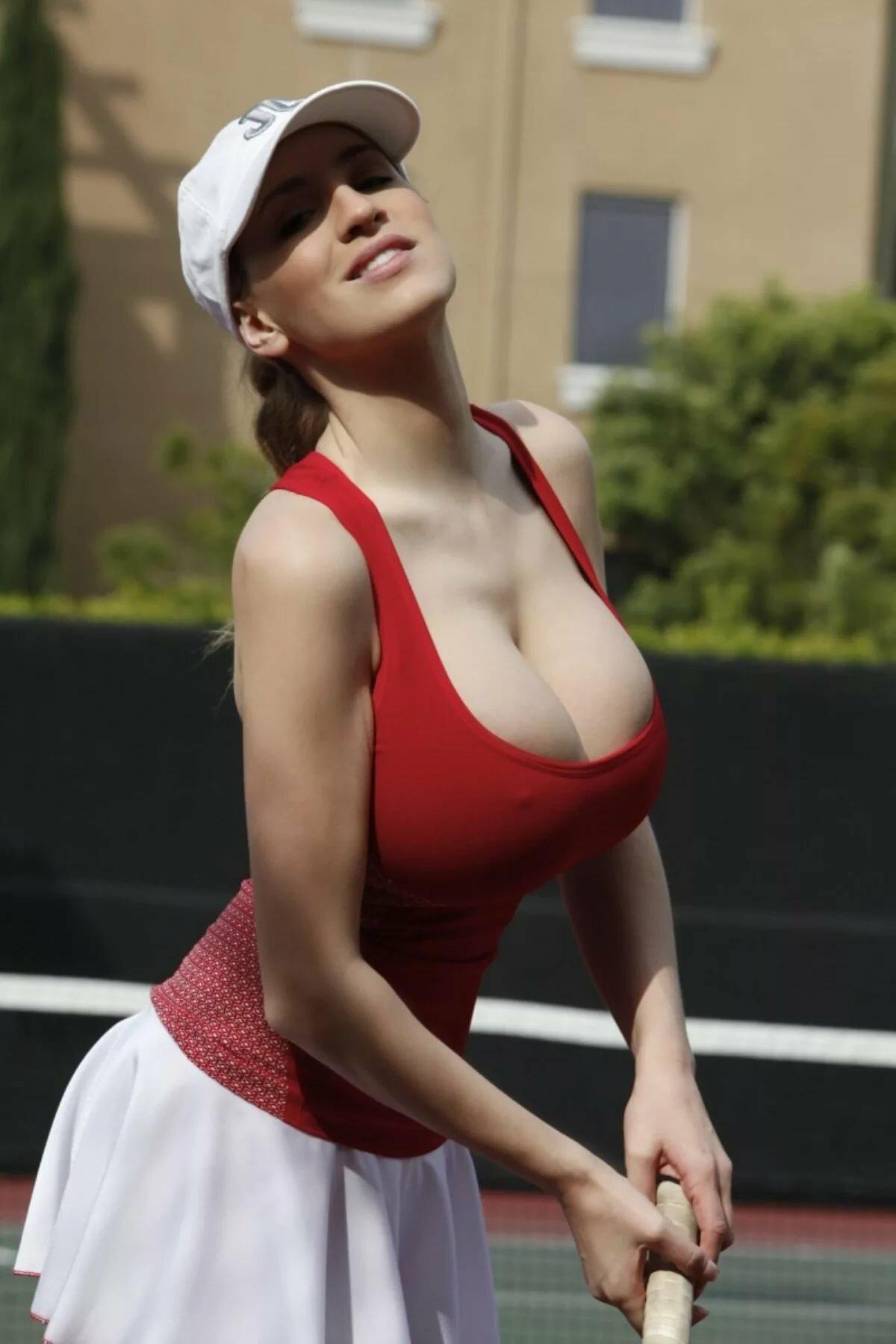 devushka-s-bolshoy-grudyu-delaet-zaryadku-brazilskaya-gospozha-porno