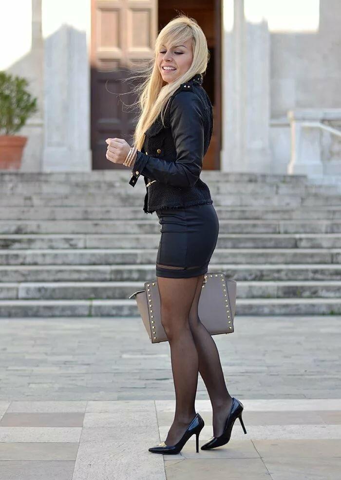 lady-in-mini-skirt-women-sucking-big-penises