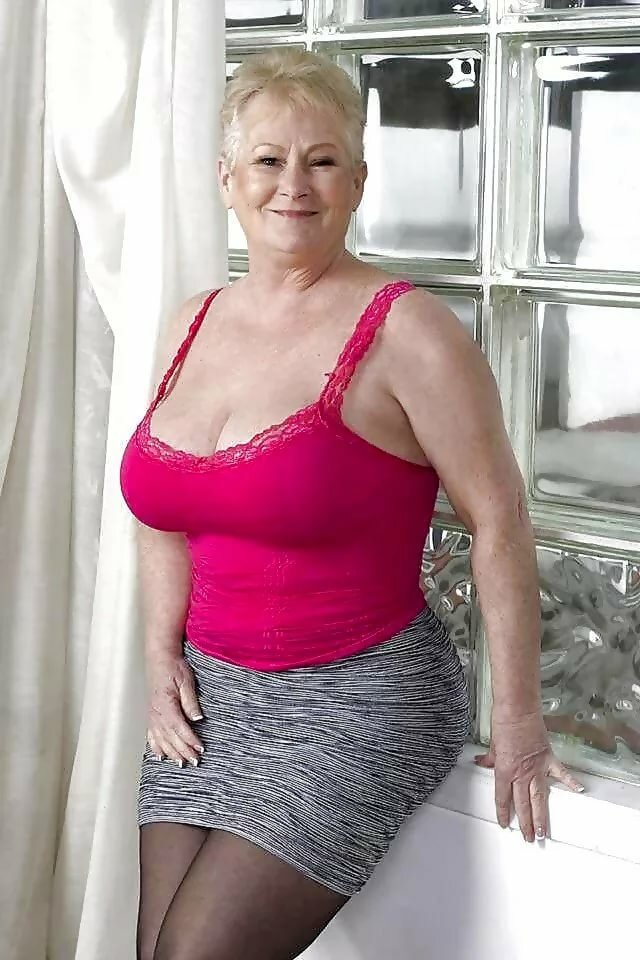 petite-granny-nude