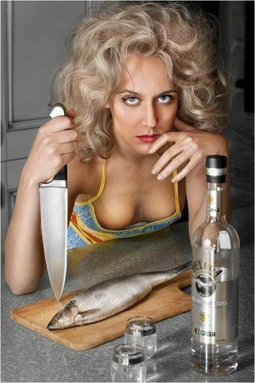 Смешные картинки девушек с бутылкой, днем