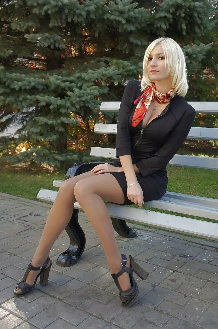 зрелые в коротких юбках фотоальбомы низко