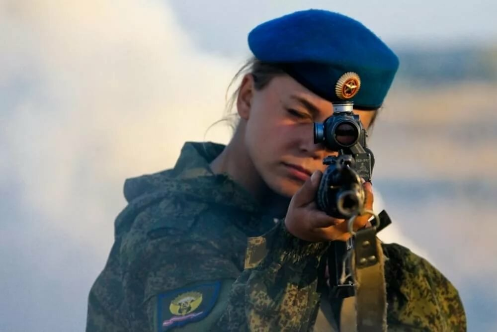 russkie-devushki-v-armii-foto
